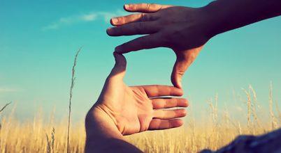 """יוזמות - 7 מנטרות לשחרור האמונה של איך החיים """"צריכים"""" להיות."""